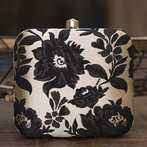 Charming Embroidered Clutch - IL63c